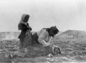 Dead_Armenian_girl_in_Aleppo_desert